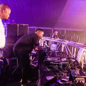 SPHEctacula & DJ Naves – Kings Of The Weekend Gqom Mix End Oct 2018 mp3 download