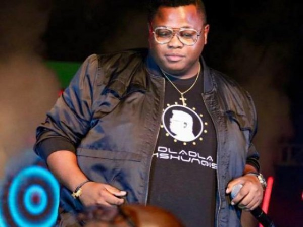 Dladla Mshunqisi – Naba Laba Labantu mp3 download